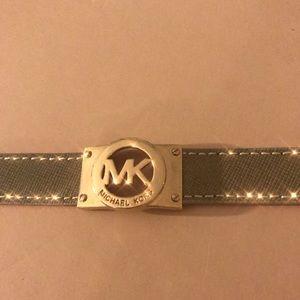 EXCELLENT CONDITION gold MK Bracelet
